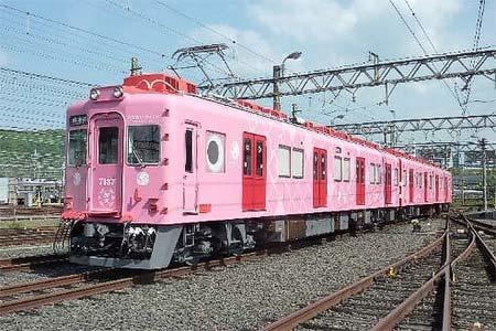ピンク色の「めでたいでんしゃ」