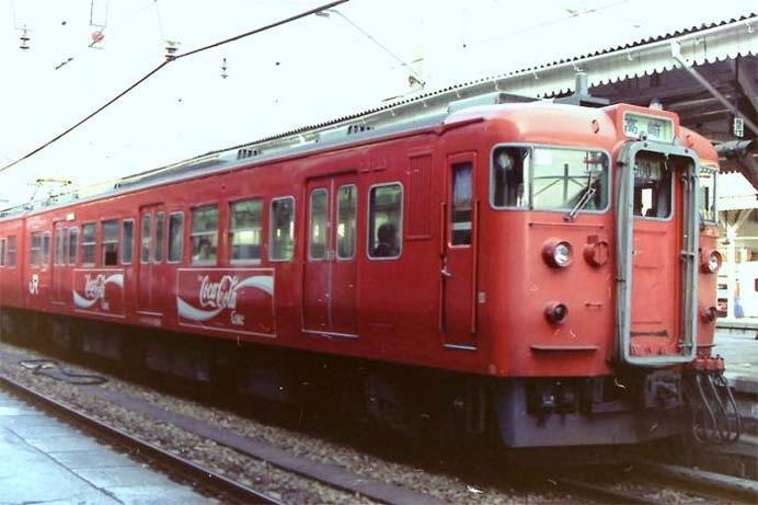 しなの鉄道で115系「コカ・コーララッピング電車」の撮影会など開催