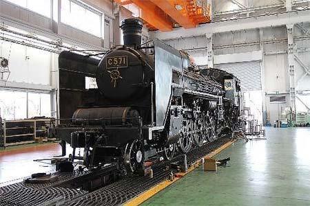 京都鉄道博物館で,「こどもの日限定!SL第2検修庫特別公開〜C57形1号機とSL整備士に会おう〜」開催
