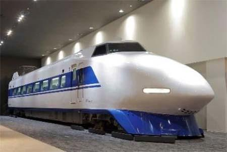 京都鉄道博物館で「100系122形5003号車」車内公開