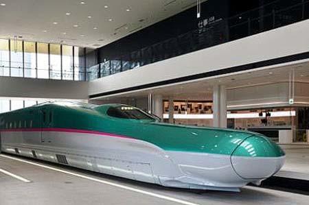 E5系新幹線電車モックアップ
