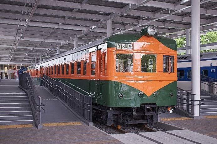 京都鉄道博物館で「80系電車」車内公開
