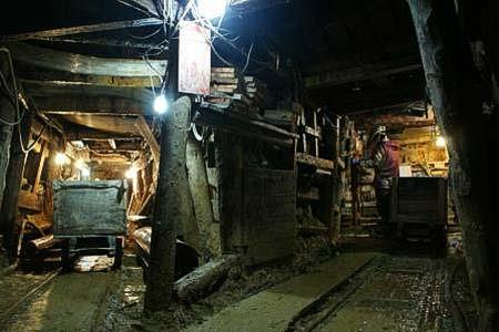 産業特別ツアー「坑道内特別見学!魅惑の粟代鉱山軌道」