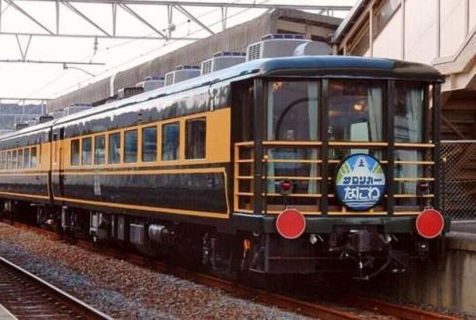 京都鉄道博物館で,「サロンカーなにわ」を特別展示