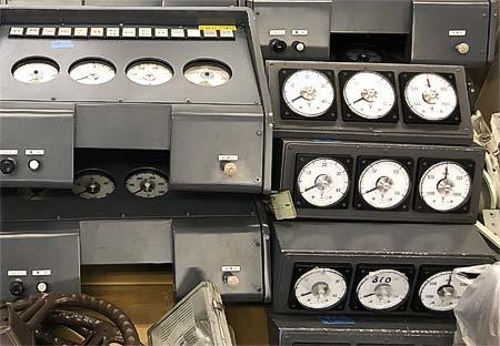 関電トンネルトロリーバスの部品即売会