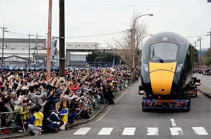 「道路を走る高速鉄道車両見学プロジェクト」ようす