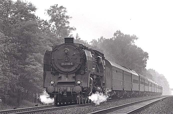諸河久写真展「ハッセルブラド紀行/東ドイツの蒸気機関車」開催