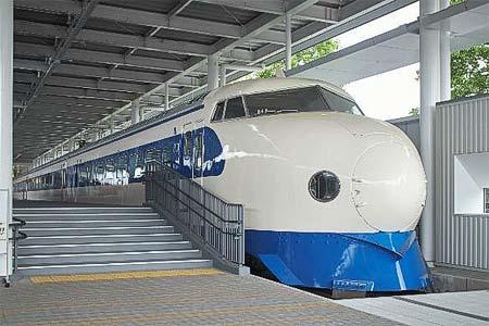 京都鉄道博物館で,0系新幹線電車(21-1)の車内公開