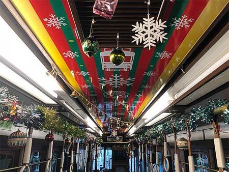 都電,過去のクリスマス号のようす(車内装飾)