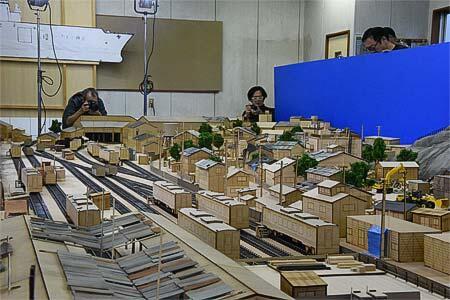 スモールワールズTOKYO,『シン・エヴァンゲリオン劇場版』の制作に使用された「第3村ミニチュアセット」を期間限定で展示