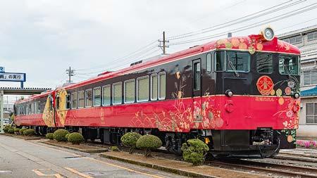 JR西日本キハ48形「花嫁のれん」