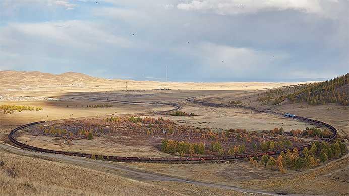 モンゴルの鉄道を撮る