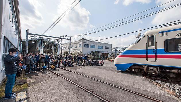 ミステリートレインでラストラン 京成電鉄AE100形