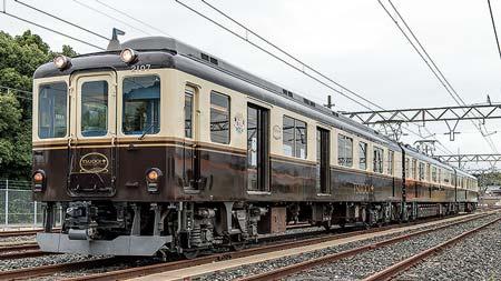 キャンペーンに合わせて車内に足湯キットを設置近畿日本鉄道「つどい〜足湯列車」