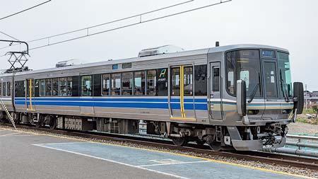JR西日本223系1000番台「Aシート」装備車