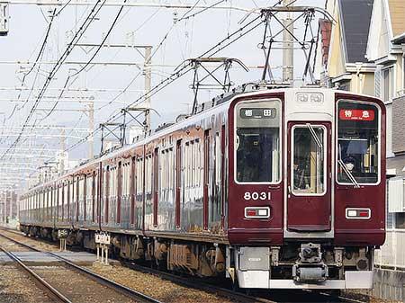 阪急8000系の前面形状に変化