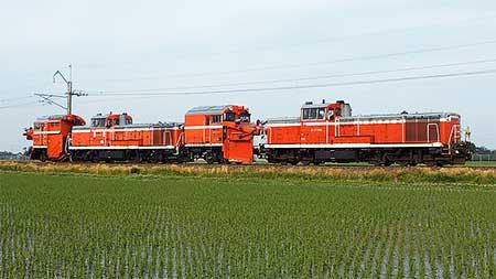 DE15 1526,秋田総合車両センターへ回送される