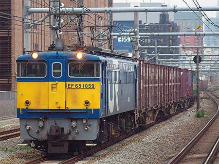EF65 1059,早朝の山手貨物線を走行