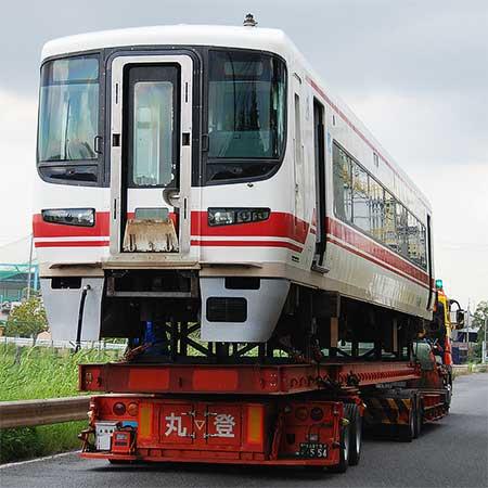 名鉄ク1600がトレーラで輸送される