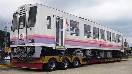 高千穂鉄道TR201が輸送される