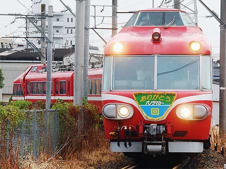 名鉄「パノラマカー」7011編成,廃車回送される