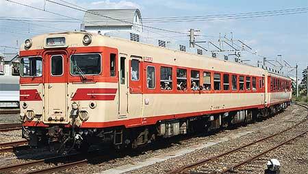 国鉄色のキハ58+65が多度津工場内を自力走行