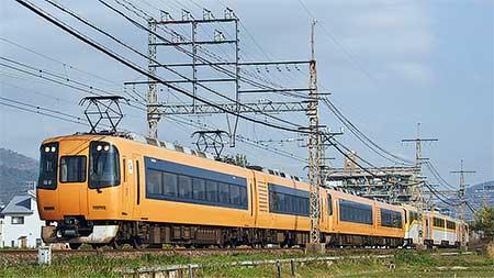 近鉄22000系「ACE」と20000系「楽」の併結回送
