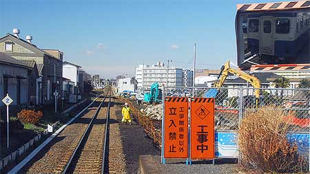 金上駅で列車交換設備の工事中