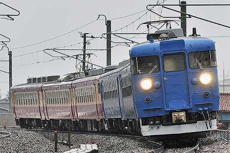 青色となった475系A18編成が運用開始