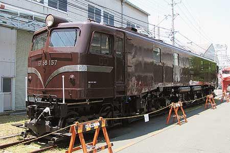 EF58 157が茶色塗装に