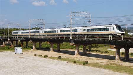近鉄21020系使用のお召列車が運転される
