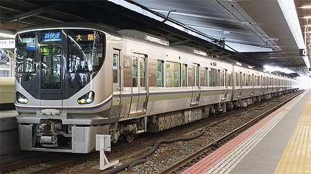 神戸駅,大阪駅で225系の展示会