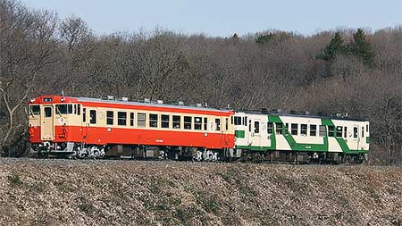一般形気動車標準色ふうのキハ40 1003が運転を開始