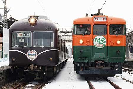 屋代駅で長野電鉄2000系A編成としなの鉄道169系が並ぶ
