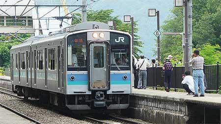 篠ノ井線普通列車をE127系が代走