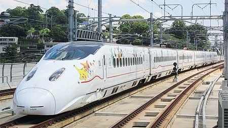 九州新幹線800系にポケモンラッピング