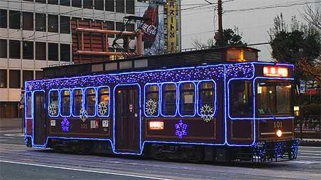 熊本市電でイルミネーション電車運行中
