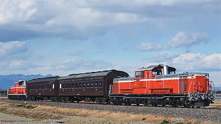 八高線でDD51+旧客+DD51の試運転