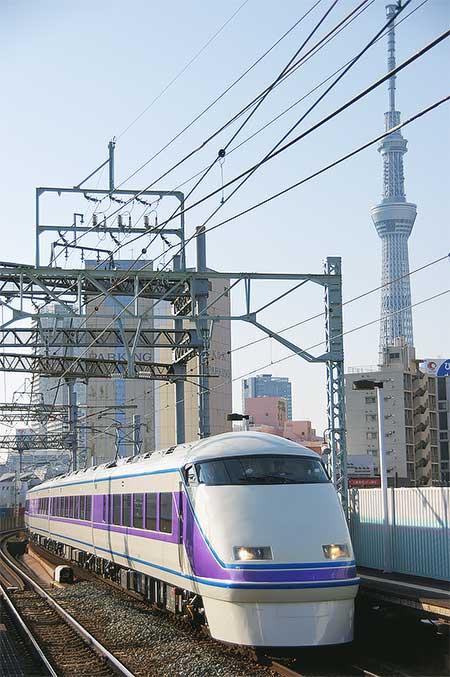 東武100系リニューアル車が営業運転を開始