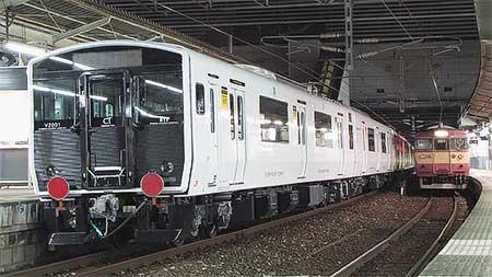 817系2000番台が甲種輸送される