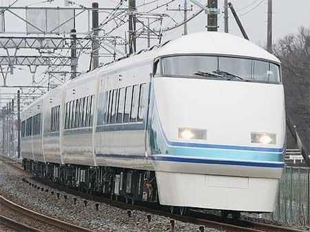 東武100系リニューアル車「粋」が営業運転を開始