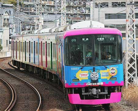京阪10000系「きかんしゃトーマス号」が宇治線に入線