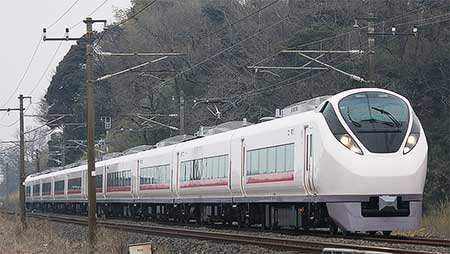 E657系,定期列車で営業運転を開始