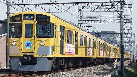 西武9000系に「西武鉄道×京急電鉄ラッピング電車」