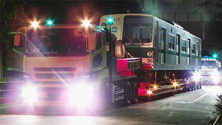 東京メトロ6000系2編成が東京木材埠頭へ陸送される