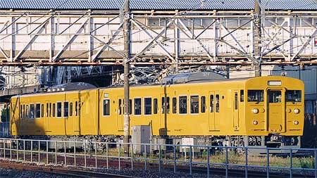 115系T14編成が黄色一色で出場