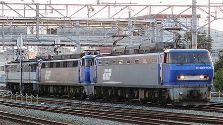EF200+EF200+EF65の3重連単機が走る