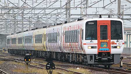 「予讃線アンパンマン列車」,新旧ラッピング車の混成で運用