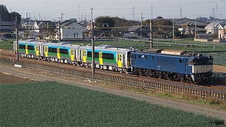 キハE130形100番台3両が配給輸送される