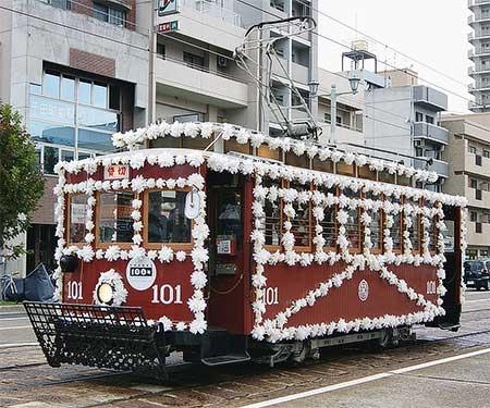 広島電鉄電車開業100周年を記念して「花電車」運行